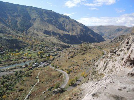 Mit Fluß Mtweki im Tal